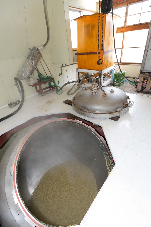 国産大豆を清廉な月山水につけて、よくふくれたら蒸し上げます。