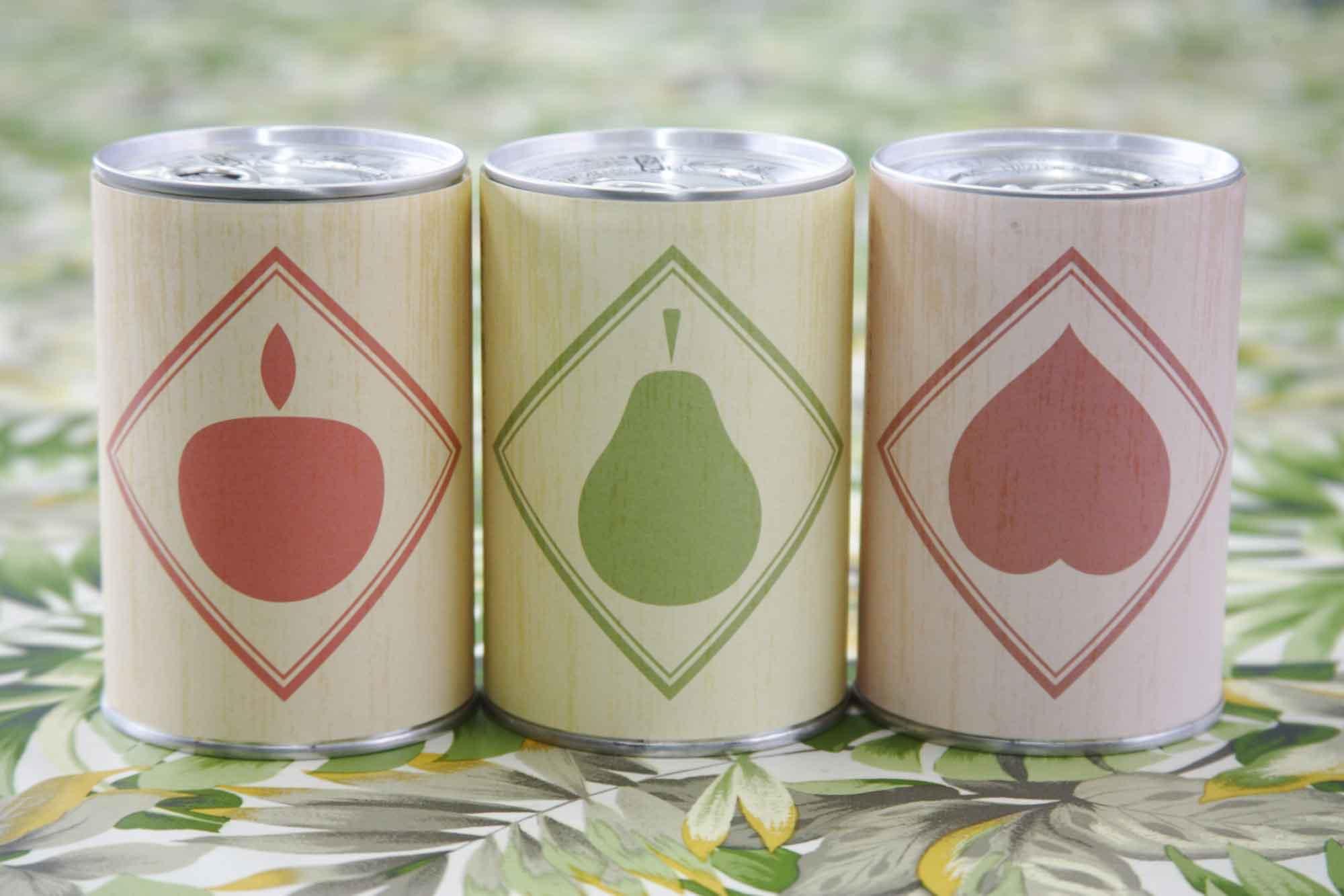 山形県アンテナショップおいしい山形 つくり手を訪ねて|宮澤食品株式会社:東北芸術工科大学生デザインのパッケージ。缶詰の中身を表すような、果物のイラストだけのシンプルなデザイン。