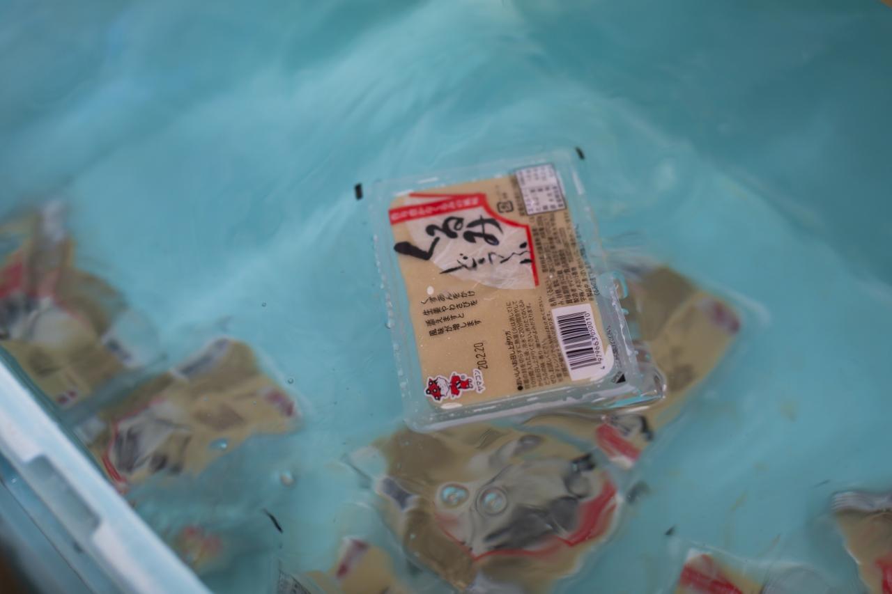山形県アンテナショップおいしい山形 つくり手を訪ねて|ヤマコン食品有限会社:白いごはんに載せるのがまずは基本の食べ方。何杯もおかわりしたくなる美味しさ。