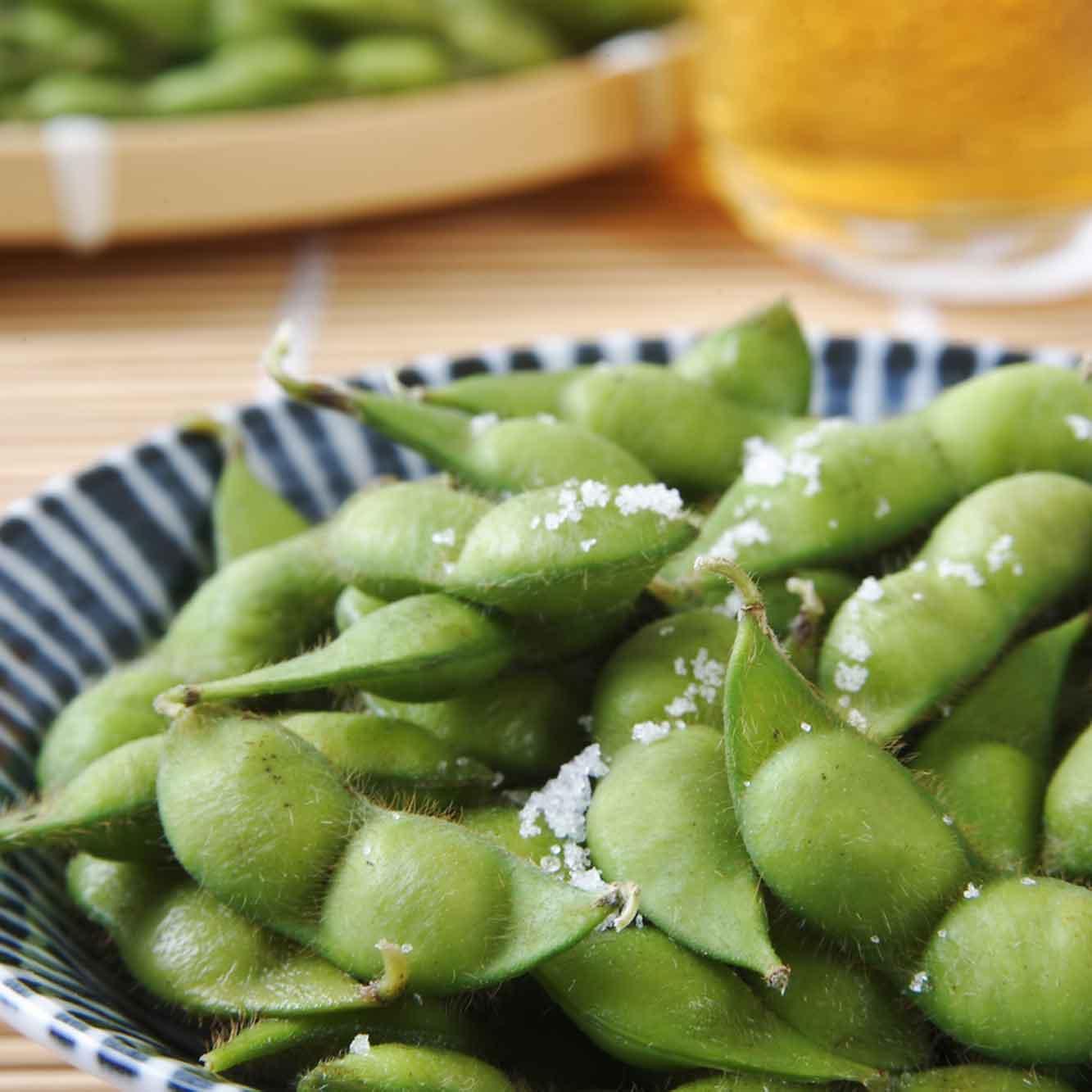 山形県アンテナショップおいしい山形 素材を訪ねて|だだちゃ豆:                     だだちゃ豆には旨味成分のもととなる「アミノ酸」が豊富に含まれています。